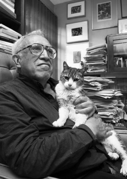 Kitzalet Los escritores y los gatos Carlos Monsiváis 426x600 - Kitzalet - Los escritores y los gatos (Carlos Monsiváis)