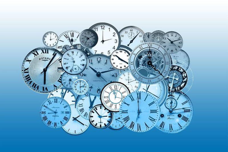 Kitzalet Tiempo diegetico y tiempo cronologico relojes 800x534 - Escritura creativa: qué es el tiempo diegético y el tiempo cronológico [DIFERENCIAS]