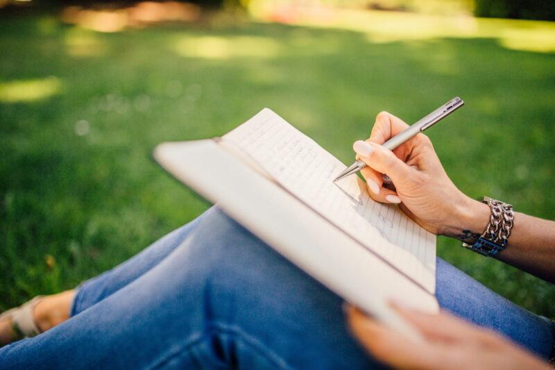 Kitzalet Espacio y tiempo para escribir Escribir de dia scaled 800x533 - Espacio y tiempo para escribir: cómo seleccionar el lugar y el momento adecuados (Recomendaciones)