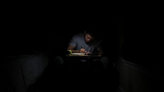 Kitzalet Espacio y tiempo para escribir Escribir de noche - Espacio y tiempo para escribir: cómo seleccionar el lugar y el momento adecuados (Recomendaciones)