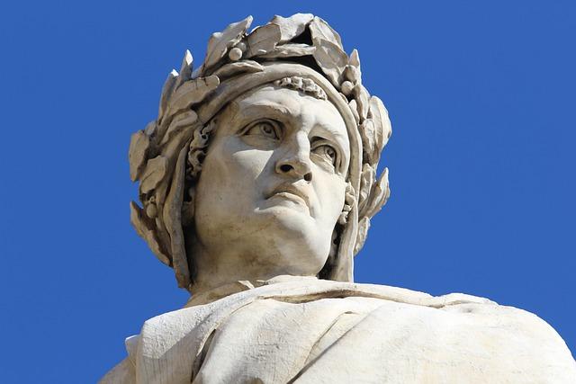 Kitzalet Homenajes a Dante Alighieri Detalle estatua Florencia - Infierno, Purgatorio y Paraíso: homenajes a Dante Alighieri, a 700 años de su muerte