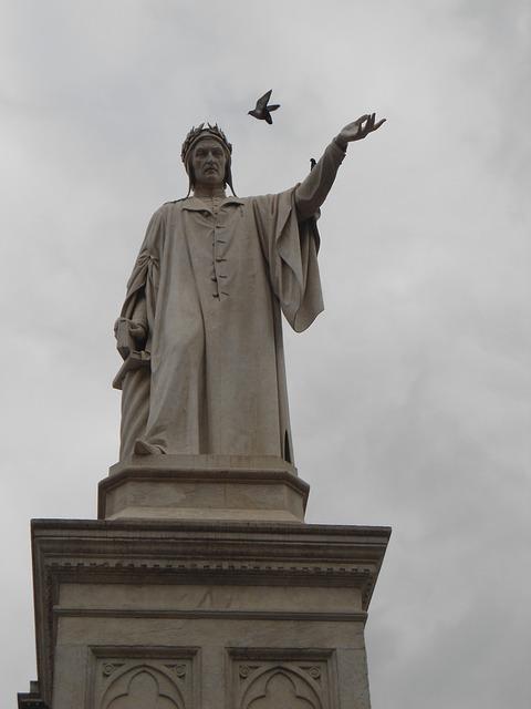Kitzalet Homenajes a Dante Alighieri Estatua Napoles - Infierno, Purgatorio y Paraíso: homenajes a Dante Alighieri, a 700 años de su muerte